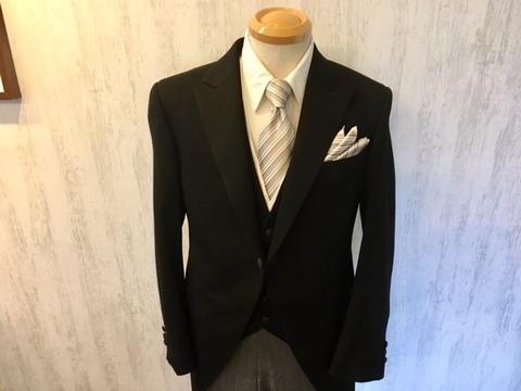 式典や結婚式にモーニングコート